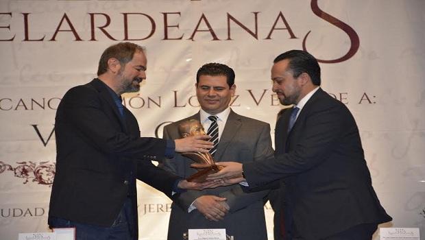 Recibe Juan Villoro premio Iberoamericano Ramón López Velarde