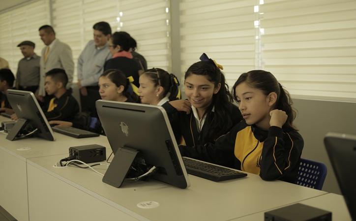 Coppel entrega computadoras a escuela Emiliano Zapata