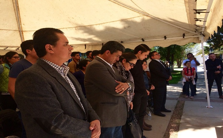 Se rinde homenaje póstumo a estudiantes de Veterinaria asesinados en Calera