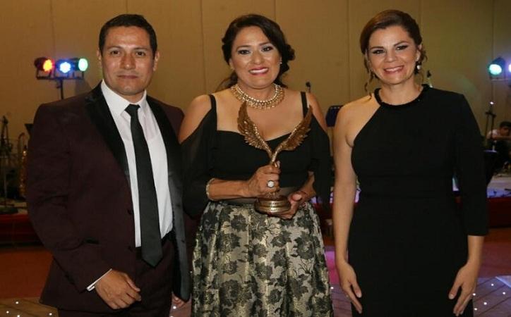 Godezac entrega a Dolores Trejo el galardón Retorno a Mis Raíces por trayectoria migrante