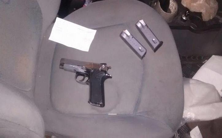 PEP asegura armas, vehículos robados y detiene a persona