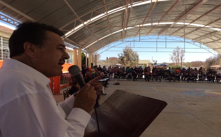 Entrega Zacatecas Rojo y Diputado Local domo en escuela primaria de Noria de Ángeles