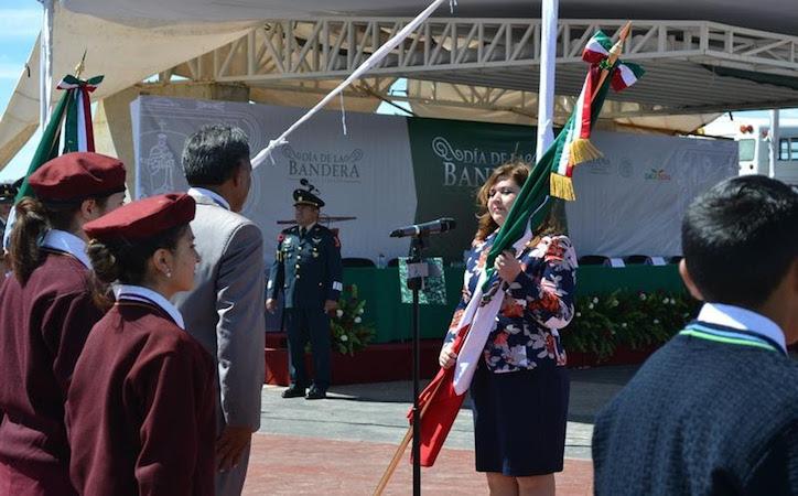 La división interna debilita al país: Fabiola Torres