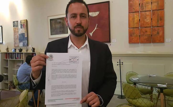 Presenta Arturo López de Lara denuncia por llamadas a su nombre