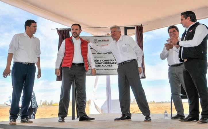 Gobernador y Secretario de SCT entregan 18 caminos rurales en 17 municipios