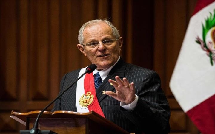 Renuncia presidente peruano por escándalos de corrupción relacionados a Odebrecht