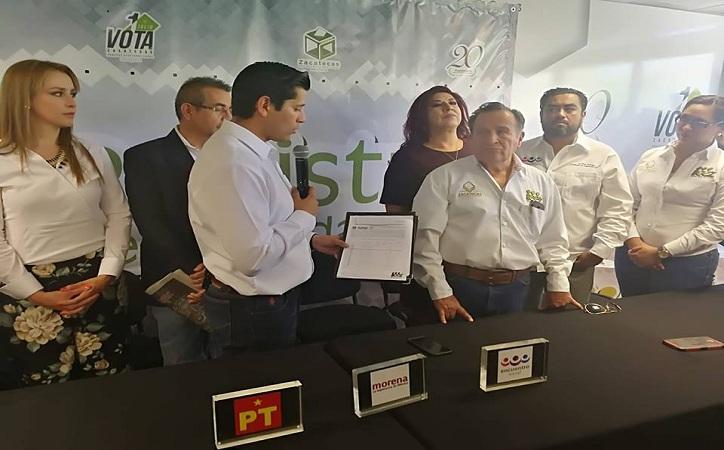 Pide registro Julio César Chávez como candidato de Morena – PT – PES por Guadalupe