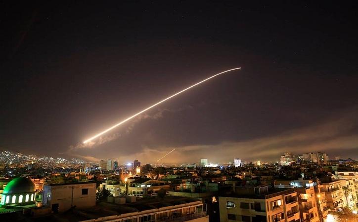 Ataca Siria coalición EU, Francia y Reino Unido