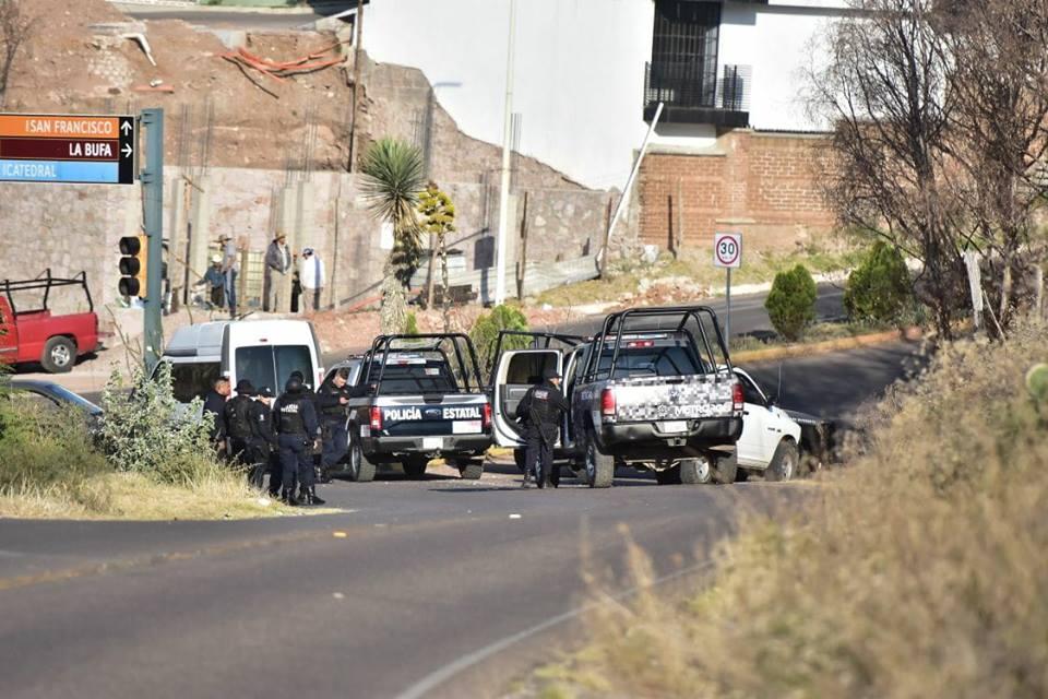 Encuentran pareja ejecutada frente a monumento a la Marina, otro hombre asesinado en Guadalupe