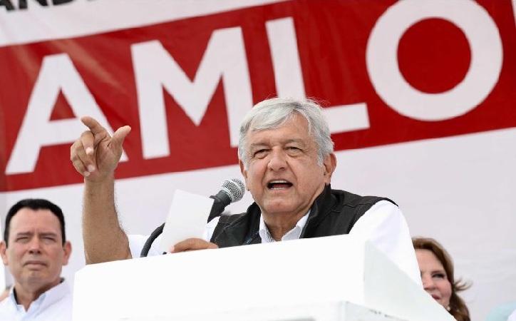 Gobierno utiliza a Carlos Slim para frenar mi candidatura: López Obrador