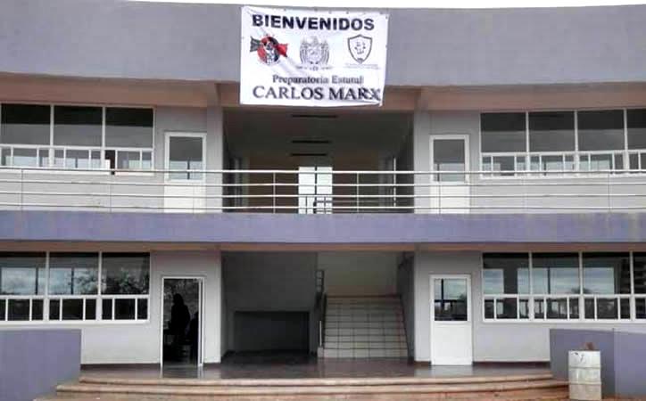 """Preparatoria de Narro acarrea alumnos menores de edad a evento de AMLO, """"la institución no se hace responsable por percances"""""""
