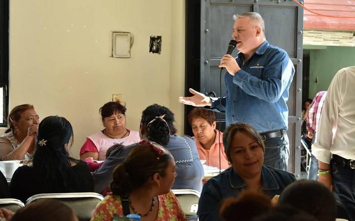 Gestionaré recursos para aumentar el sueldo a los maestros: Salvador Llamas