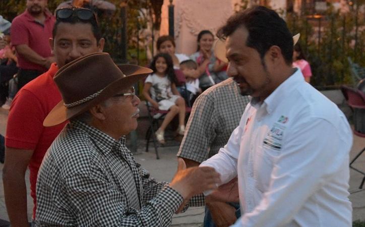 Osvaldo Ávila recibe el respaldo de pobladores de Tacoaleche