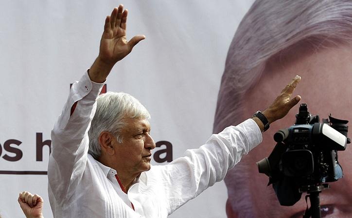 AMLO promete visitar como Presidente todas la regiones de México