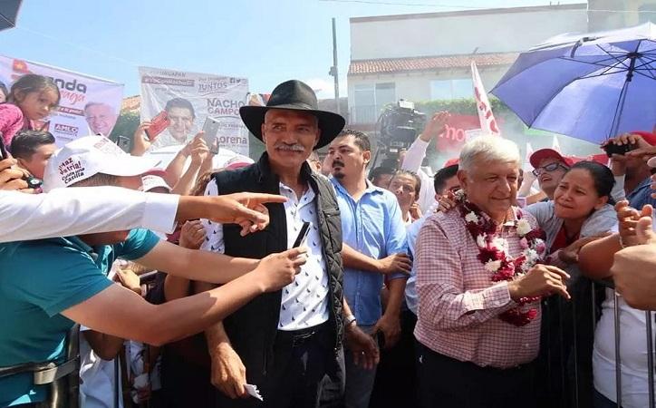 Se retrasa visita de Mireles a Zacatecas, acompañó a AMLO en Uruapan