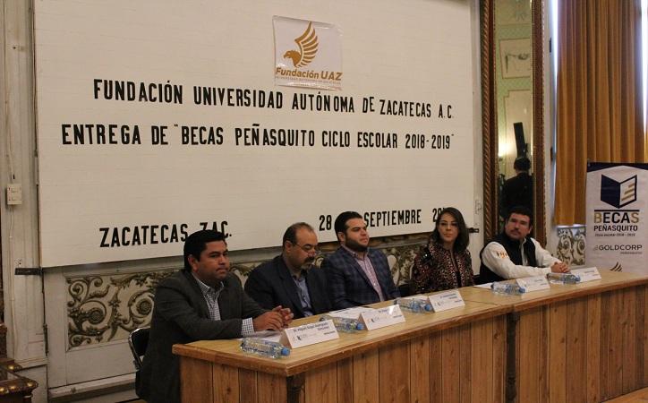 Reciben universitarios becas otorgadas por minera Peñasquito