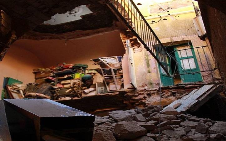 Se derrumba casa en el centro histórico de la capital, se registran personas lesionadas