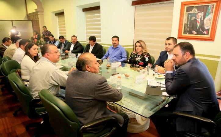 Cabildea Tello propuestas de leyes con representantes del PRI y PAN