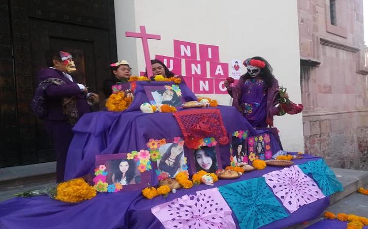 Contra la normalización de la violencia, realizan altar en homenaje a mujeres asesinadas