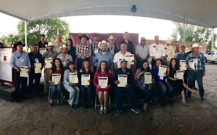 Toma protesta Ulises Mejía Haro a los 22 nuevos delegados municipales.