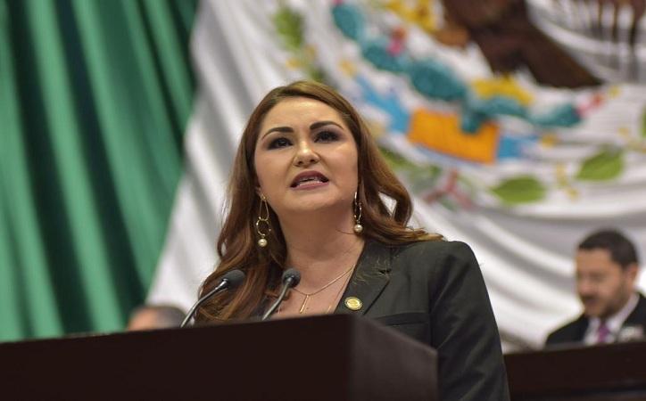 Bañuelos, única mujer y legisladora zacatecana que emitió postura política durante toma de protesta de AMLO