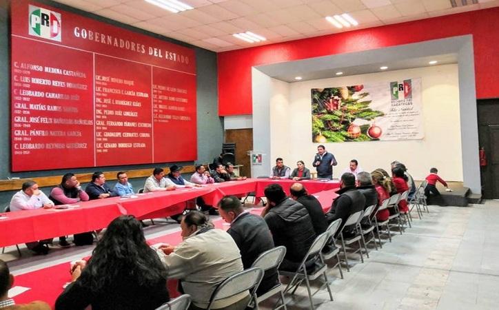 Desterrar la simulación pide Uribe a dirigentes priistas