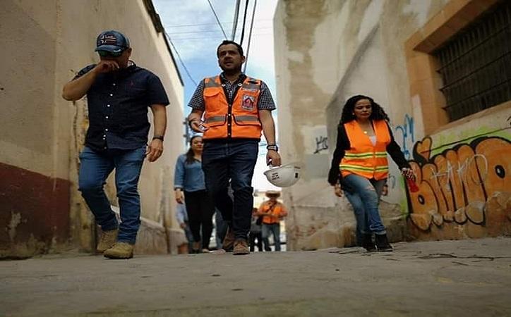 Apoya Ulises Mejía a familias vulnerables del centro histórico en la reconstrucción de sus fincas