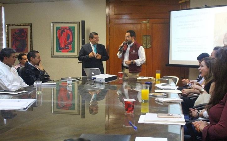 Por primera vez alcalde capitalino y funcionarios de primer se capacitan para mejorar la atención ciudadana