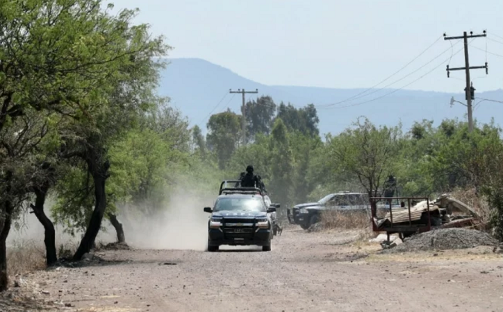 Amenazan con narcomanta a AMLO en Celaya, tras ataque a policía local