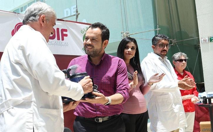Entrega Ulises Mejía Haro material médico a Hospital General de Zacatecas