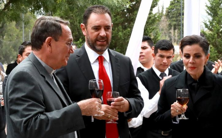 Gobernador y obispo hacen equipo contra matrimonio igualitario: diputados
