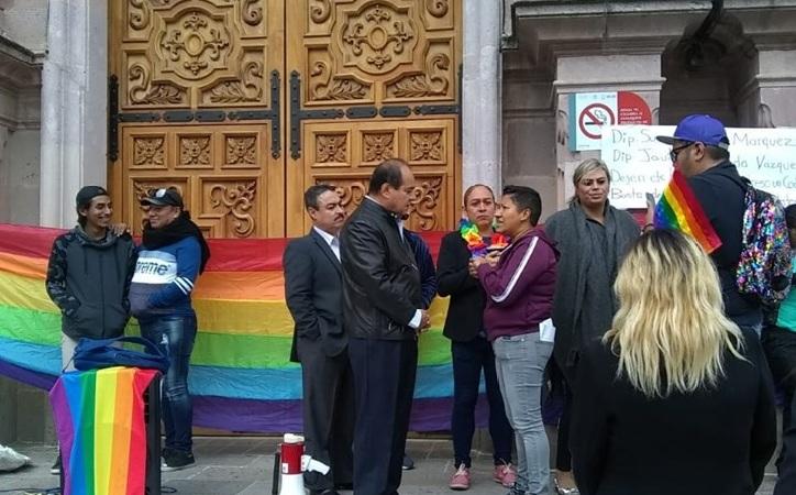 """Ahora grupos LGBTTTIQ bloquean Congreso, """"los derechos no se consultan"""" recriminan"""