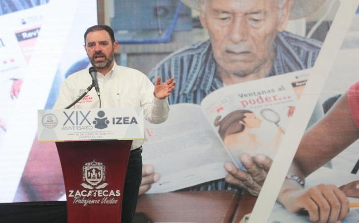 En Zacatecas existen cerca de 27 mil personas con analfabetismo; Tello entrega 900 certificados de primaria y secundaria