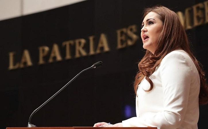 Geovanna Bañuelos pide saquen del Senado a padres de niños con cáncer que piden medicamentos