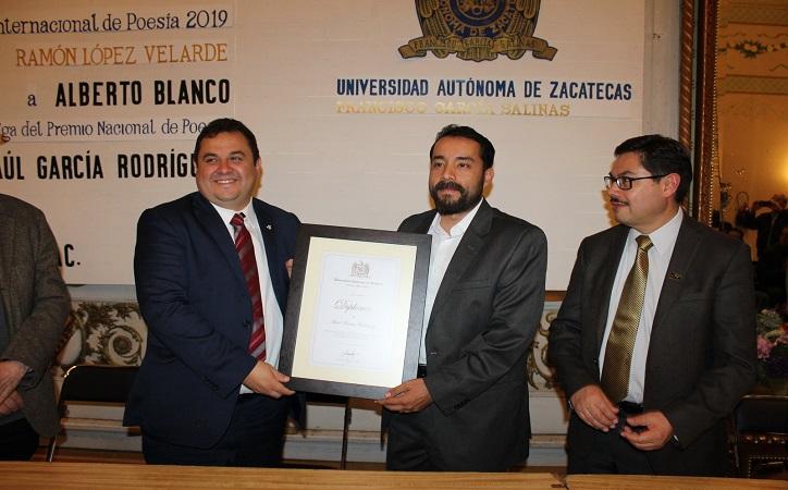 Entrega Rector premios nacional e internacional de Poesía Ramón López Velarde
