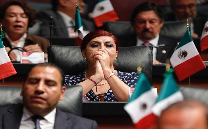 AMLO batea iniciativa contra Estado laico que presentó Soledad Luévano [video]