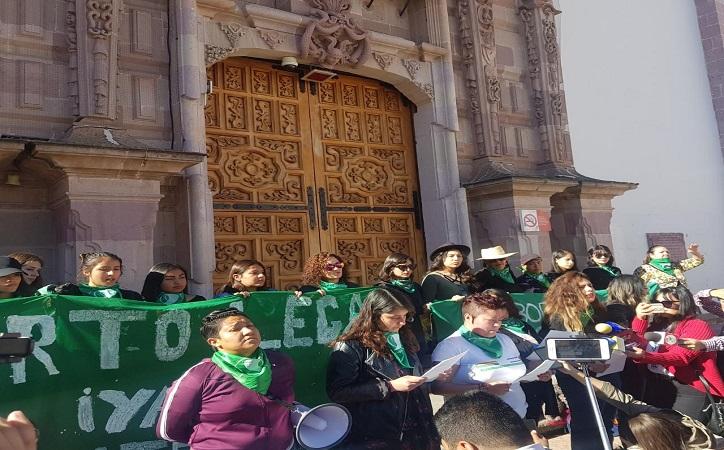Colectivos exigen se apruebe derecho al aborto; toman Legislatura y reprochan que Susana Rodríguez sea portavoz del Obispo