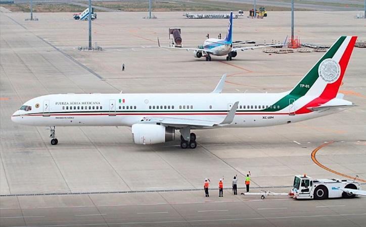 Avión presdencial regresa a México