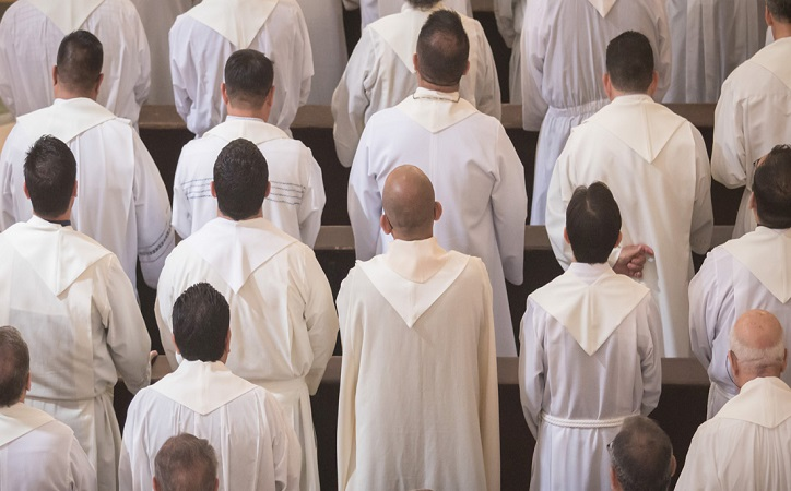 Morena promueve comisión para investigar a sacerdotes pederastas