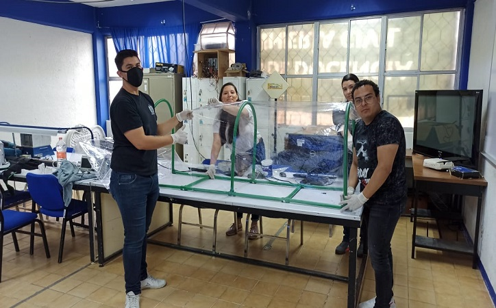 UAZ dona barreras protectoras contra Covid-19 a hospitales